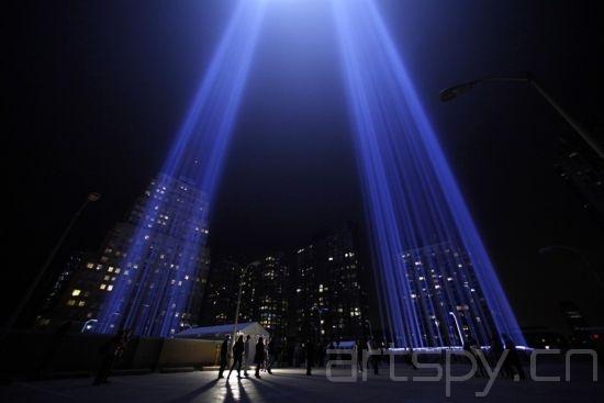 纽约用光柱缅怀911遇难者